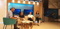 Interview im Studio des lokalen Fernsehsenders RTK, Pristina: Eva Nefen (2.v.li) und Prof. Dr. Rainer Busch (3.v.li) von der HWG Ludwigshafen