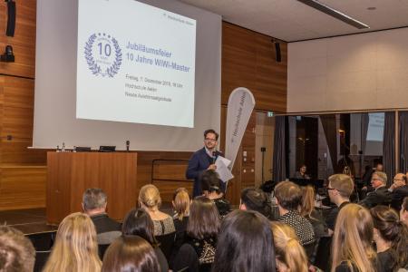 Dekan Prof. Dr. Ingo Scheuermann betonte in seiner Ansprache den wichtigen Stellenwert der Masterprogramme in der Fakultät Wirtschaftswissenschaften. Sie zählen zu den erfolgreichsten Studienprogrammen an der Hochschule Aalen, Bildhinweis: © Hochschule Aalen/ Ilka Diekmann