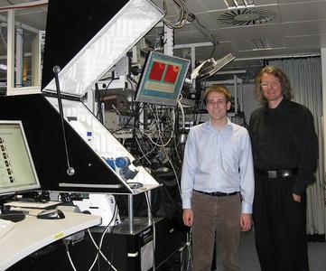 Matthias Wissert, PhD Student@DFG Heisenberg Group, (links) und Dr. Hans Eisler (rechts) im Labor