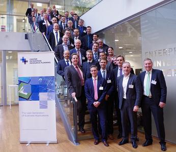 Teilnehmer an der Eröffnungsveranstaltung des Centers Enterprise Resource Planning (© FIR)