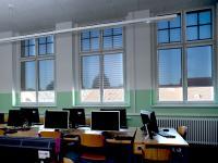 Folienrollos bieten Blendschutz mit Durchsicht und beste Lichtbedingungen beim Einsatz digitaler Medien.