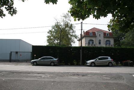 Ein Teil des Fertigungsprozesses in der links zu sehenden Schokoladenfabrik sorgte für Schwingungen und Vibrationen, die sich auf das rechts angrenzende Wohnhaus übertrugen