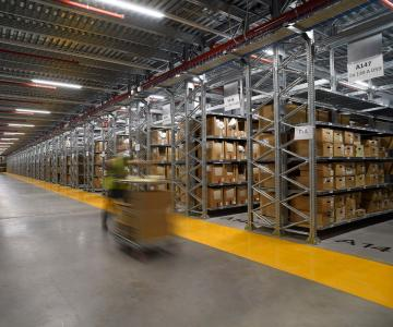 Dematic hat das Distributionszentrum der globalen Luxuswarengruppe Kering S.A. im italienischen Trecate vollständig automatisiert. (Foto: Kering)