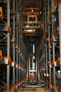 STILL realisiert bei der Heuchemer Verpackung GmbH & Co Kg ein knapp 16 Meter hohes Shuttle-Schmalganglager (Foto: STILL GmbH)