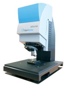 Optisches 3D Messsystem zur Kantenmessung von Wendeschneidplatten. Der EdgeMaster von Alicona wird in der Produktion zur vollautomatischen Messung von Radien, Winkel, Korbbogenform und Fasen eingesetzt.