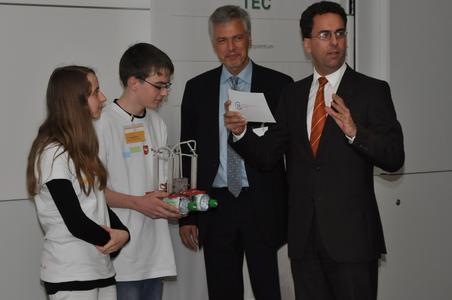 Haupt- und Realschule Bomlitz mit Brennstoffzellengetriebenen Wasserfahrzeug