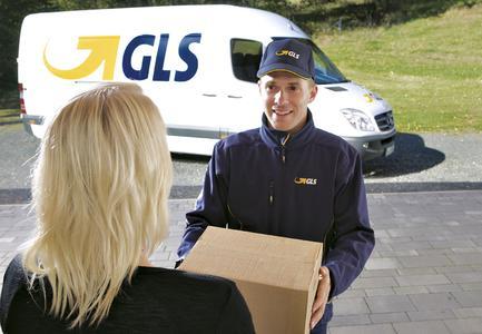 Ein Plus für den internationalen Versandhandel: Der FlexDeliveryService von GLS mit zahlreichen Zustelloptionen für Empfänger ist jetzt auch beim Paketversand zwischen Deutschland und Österreich verfügbar © GLS