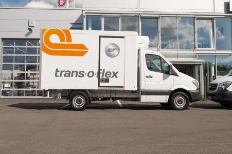 The first of trans-o-flex ThermoMed's 165 new delivery vehicles have been in operation since the middle of June. They are exclusively used for the actively temperature- controlled transportation of pharmaceuticals at temperatures of between 2 and 8 °C to ensure that the product quality of the transported goods is consistently guaranteed