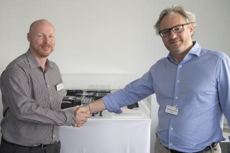 Stéphane Bussa, Vice President of Sales & Marketing, congratulates Dr. Cliff Jolliffe on his appointment as Head of Segment Marketing – Automation (Image: PI)