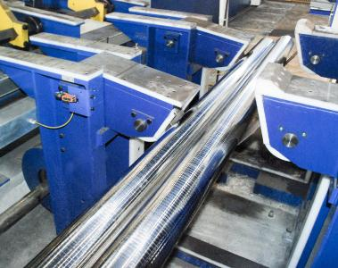 Peeling of bright steel bars of finished diameters of up to 160 mm