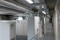 Im großzügigen Technikbereich hat die Hardware für die Erzeugung und Steuerung aller benötigten Umweltfaktoren ihren Platz