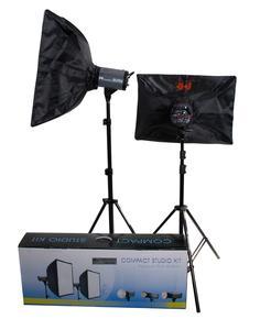 """Falcon Eyes Studio-Blitzgeräte sind in vielen verschiedenen Ausführungen erhältlich, von kompakten, tragbaren Anlagen für den """"On Location""""-Einsatz bis hin zur leistungsstarken, eher stationären Profi-Studioblitzanlage."""