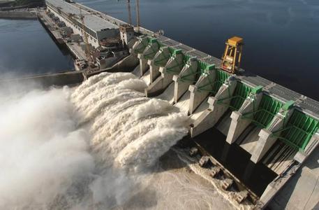 Wasser + Kraft = Wasserkraft: Caruachi-Wasserkraftwerk im venezolanischen Bundesstaat Bolivar Foto: Andritz Hydro GmbH