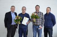 Ersa Geschäftsführer Rainer Kurtz (li.) und Betriebsratsvorsitzender Adrian Kraft (re.) mit den Jubilaren Thomas Meyer (25 Jahre, 2.v.l.) und Udo Hofmann (10 Jahre, 2.v.r.).