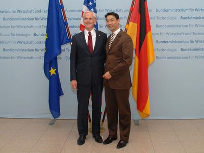 Bundeswirtschaftsminister Dr. Philipp Rösler mit seinem U.S.-amerikanischen Amtskollegen John Bryson. © BMWi
