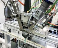 In der Standardausführung ist der Dosiermischkopf LV 2/2 von TARTLER für die Verarbeitung von zwei Komponenten ausgelegt. Er lässt sich aber auch für das Dosieren, Mischen und Auftragen von bis zu vier Komponenten aufrüsten.