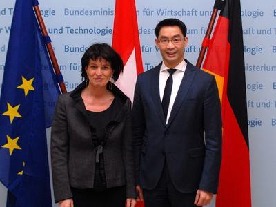 Dr. Philipp Rösler, Bundesminister für Wirtschaft und Technologie (rechts) und die Schweizer Bundesrätin, Doris Leuthard © BMWi