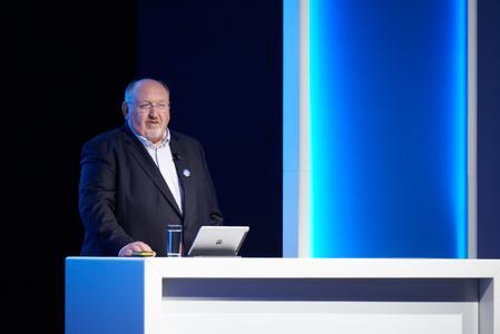 Willy Cremers, Vorstand der EASY SOFTWARE AG, eröffnete mit seiner Keynote die EASY WORLD 2015. Foto: EASY SOFTWARE AG/Alexander Maier