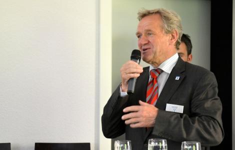 Bürgermeister Josef Heyes eröffnet die Veranstaltung