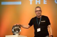 Volker Nesenhöner, CEO bei OPEN MIND, betont den Pioniergeist des Unternehmens. Ein Paradebeispiel dafür ist der Motorradhelm, der mit der führenden hyperMILL® 5-Achs-Technologie programmiert wurde, Quelle: OPEN MIND