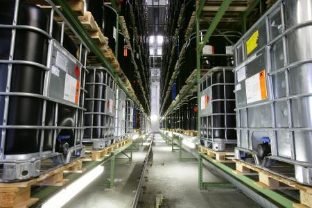 Gefahrstofflager eines LogCoop-Mitglieds. Die Kooperation stellt auf der transport logistic branchenspezifische Lagerlösungen für die Sparten Gefahrgut, Lebensmittel, E-Commerce und palettierte Ware in den Vordergrund. (Bild: LogCoop)