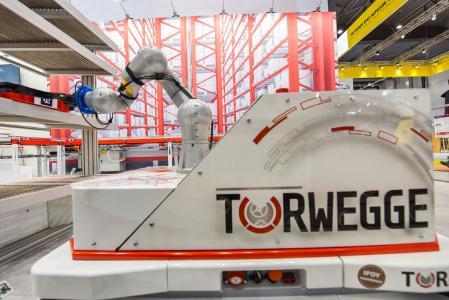 Das FTS TORsten von TORWEGGE ist zum zweiten Mal für den Best of Industry Award nominiert, dieses Mal in der Variante als mobiler Manipulator / Foto: TORWEGGE