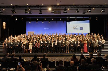 BU 1: Gruppenfoto aller Preisträger (Quelle: DIHK / Schicke / Ebner)