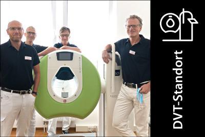 Seit Mai 2020 verfügt die Focus Praxis über die BVOU-Edition des SCS DVTs, das hochauflösende 3-D-Schnittbildaufnahmen – auch unter natürlicher Belastung der Gelenke – anfertigt. Auf dem Bild zu sehen (v. l. n. r.): Dr. med. Frank Burkardsmaier, Dr. med Dirk Steiner, Dr. med Dirk Theurer, Dr. med. Walter Schmidt.