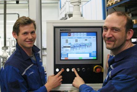 Mitarbeiter der Firma Lauffer bei der Inbetriebnahme