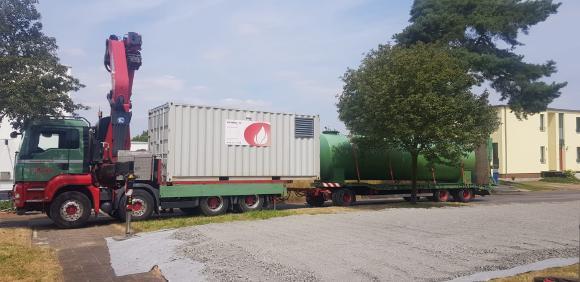 Bereits 24 Stunden nach dem Brand übernahm ein mobiler Heizcontainer die Wärmeversorgung.