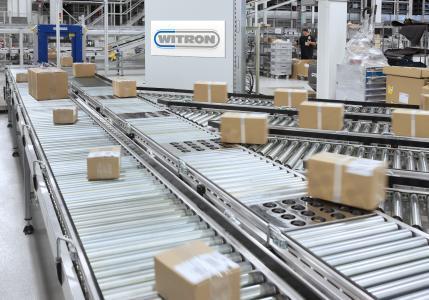 Heute bestellt, morgen geliefert – mehr als 400 Versandpakete werden stündlich für den Versand bereitgestellt / Foto: WITRON