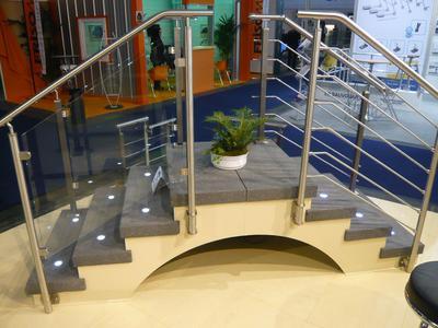 Geländerzubehör verbaut in verschiedenen Anwendungen, Einbauleuchte FUNDILUX