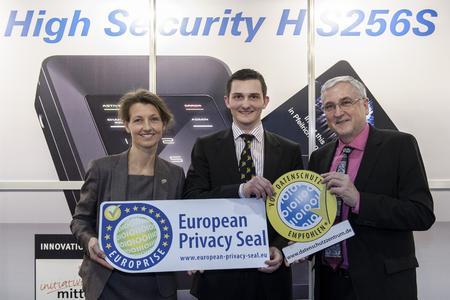 Kirsten Bock (ULD), André Gimbut (DIGITTRADE) sowie Staatsekretär Michael Richter (v.l.n.r.)