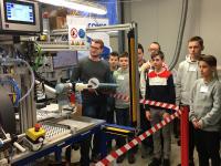 Die Industrie-Roboterzelle CONEC KOBOT
