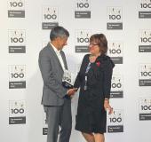 Ranga Yogeswhar und Manuela Engel-Dahan, Geschäftsführerin von Lock Your World, bei der Preisverleihung / Foto: Lock Your World