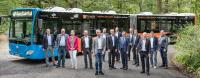 Im Rahmen ihres jährlichen Sommertreffens stellte die Führungsmannschaft der Industriegemeinschaft die Buswerbung vor.