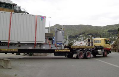 Das Rechenzentrum wurde auf dem See- und Landweg zum Energieversorger Orion in Christchurch transportiert (Quelle: Rittal GmbH & Co. KG )