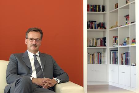 """Keynote-Speaker Prof. Dr. Franz-Rudolph Esch spricht auf der Markenkonferenz B2B über """"Customer Touchpoints markenspezifisch optimieren: Die besondere Rolle der eigenen Mitarbeiter"""""""