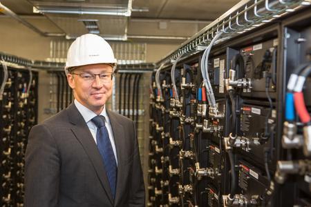 Thomas Pätzold, Technischer Vorstand der WEMAG, im WEMAG-Batteriekraftwerk. Foto: WEMAG/Stephan Rudolph-Kramer