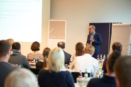 Kern-Haus-Kundenforum 2016 Vortrag Bernhard Sommer (Vorstandsvorsitzender Kern-Haus AG)