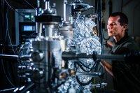 Im neuen Kryo-Labor an der TU Ilmenau kann künftig leistungsstarke und energieeffiziente Elektronik entwickelt werden (© TU Ilmenau/André Wirsig)