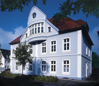 Historische Fassade: mit Dekorelementen aus dem mineralischen Leichtbaustoff Capapor geschmückt und mit AmphiSilan beschichtet