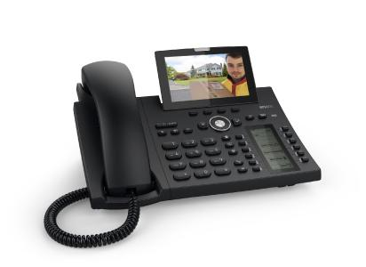 Das Videobild von der DoorBird-Kamera erscheint unmittelbar nach dem Klingeln auf dem Snom IP-Telefon, unabhängig von der Aufnahme des Gesprächs.