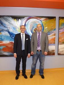 Stefan Katzenmayer (Geschäftsführer Dymax Europe) und Dr. Patrick Stihler (Leiter des Arbeitskreises Klebtechnik der Robert Bosch GmbH)