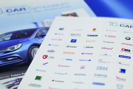 Beim 16. CAR-Symposium diskutieren Experten der Automobil-Branche über Herausforderungen und Lösungsansätze bei der Vernetzung von Fahrzeugen.