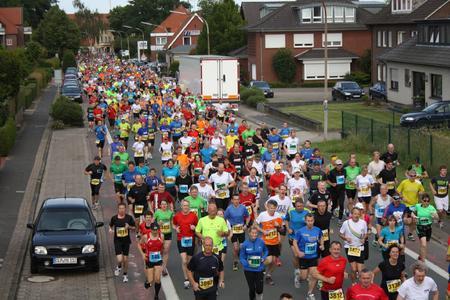 Am 27. Juni 2015 starten beim 13. Remmers-Hasetal-Marathon wieder über 2.300 Läufer in den verschiedenen Kategorien vom 5 km-Lauf bis zum kompletten Marathon (Bild: Orga-Team/Jürgen Schelze)