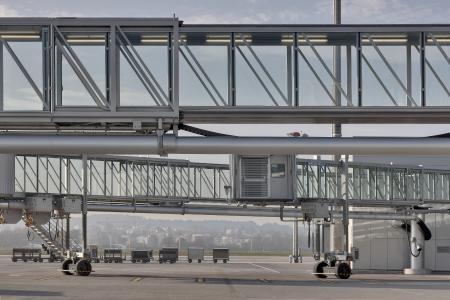 thyssenkrupp baut intelligentes Flugzeug-Boarding für Passagiere aus