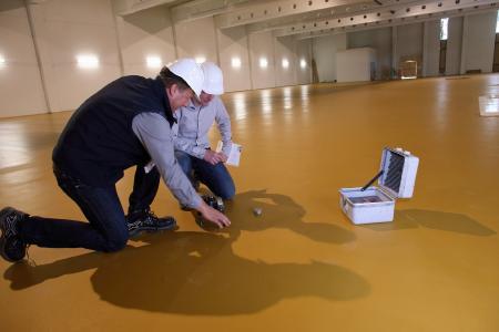 """Remmers präsentiert auf der Messe """"Industrial Building"""" im Januar 2018 die Crete-Systeme speziell für die Bodenbeschichtung in der Lebensmittelindustrie / Bildquelle: Remmers, Löningen"""