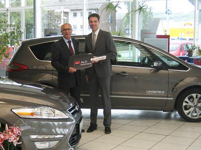 v.l.n.r.: Thomas Fischer, Leiter Vertrieb Inland Umarex und Markus Schuchardt, Account Manager ALD Automotive, Foto: ALD Automotive
