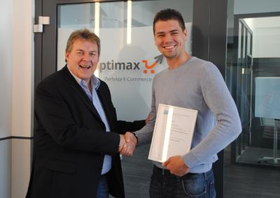 "Shoptimax gratuliert Alexander Kolinko zum ""Bachelor of Engineering"""